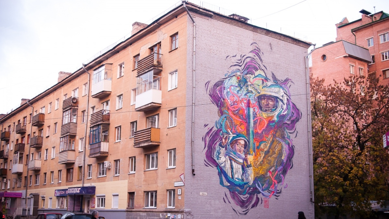 На стене дома по улице Станкевича появились космонавты, а на Степана Разина – полотно в стилистике супрематизма