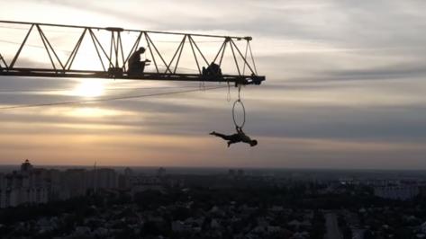 В Воронеже экстремал опубликовал видео трюков на высоте 100 метров