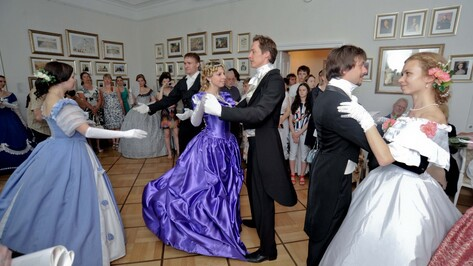 Воронежцев обучат вальсу и фокстроту перед винтажной вечеринкой Платонофеста