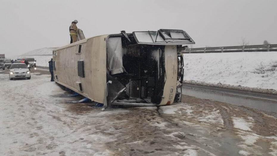 В Воронежской области перевернулся пассажирский автобус