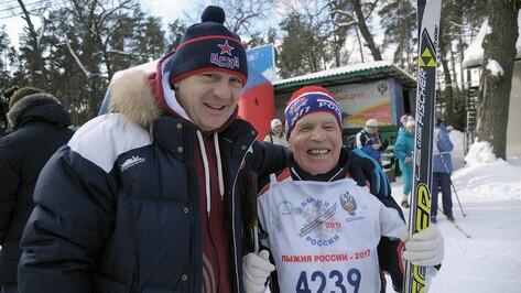 Олимпийский чемпион поблагодарил старейшего участника воронежской «Лыжни России»
