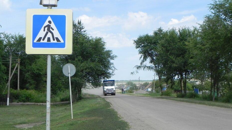 Жители Кантемировского района перегородили дорогу перевозящим щебень «КАМАЗам»