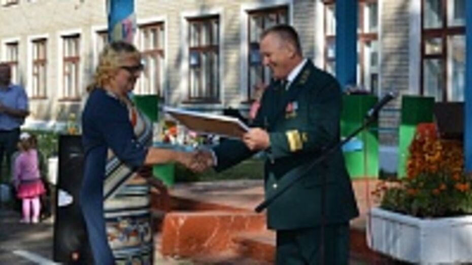 Петропавловская школа получила сертификат на приобретение учебно-игрового оборудования