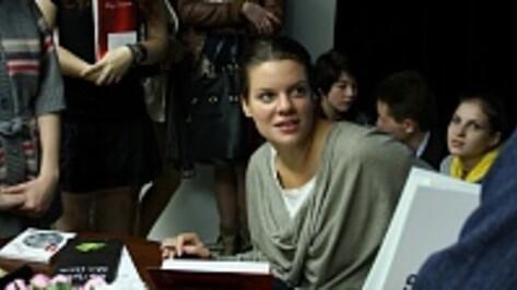 В Воронеже Вера Полозкова читала стихи, рассказывала о медитации и новой книге