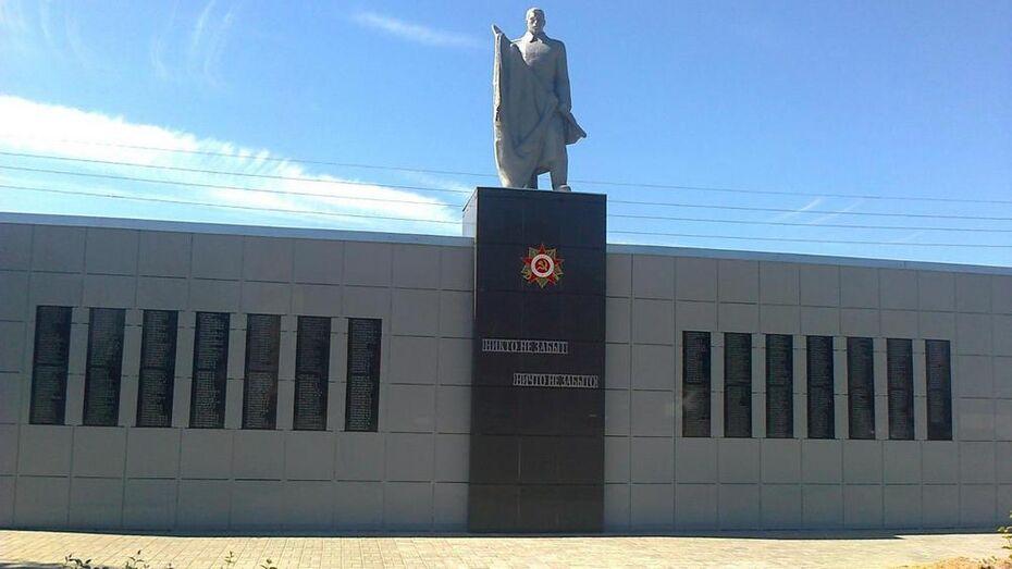 В павловском селе впервые за 47 лет отремонтировали мемориал памяти павших односельчан