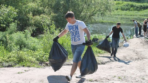 В Борисоглебске студенты собрали 500 мешков мусора на берегах Вороны