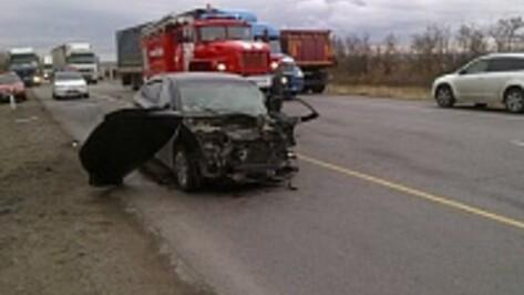 При столкновении «ВАЗа» и Renault под Воронежем погибли 2 человека