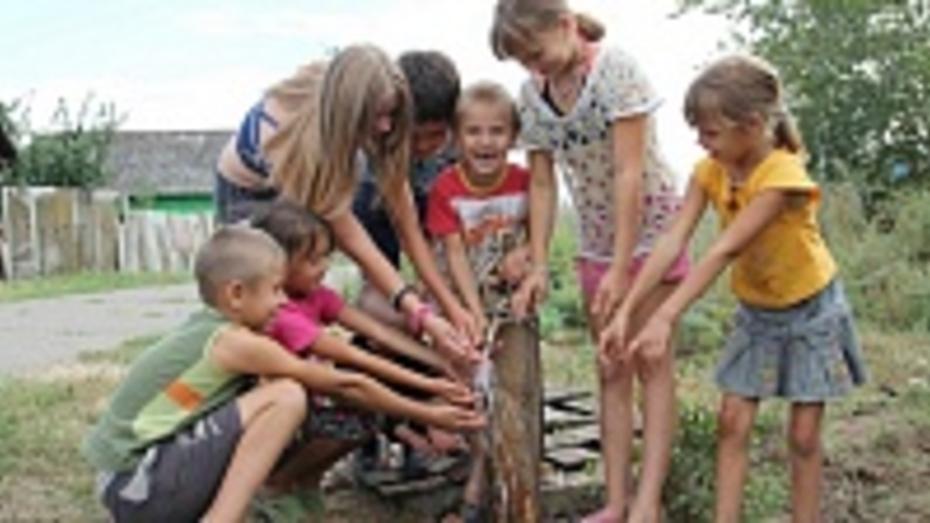 В новохоперском поселке через 16 лет после поломки отремонтировали водопровод