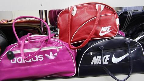 Таможенники нашли поддельную одежду и аксессуары в воронежском магазине