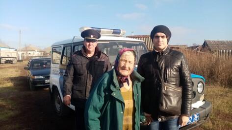 Забредшую в непроходимую местность воронежскую старушку спасли полицейские