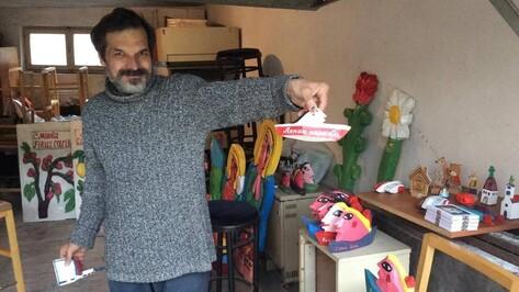 Воронежский художник Сергей Горшков покажет в столице Черногории деревянные цветы и ангелов