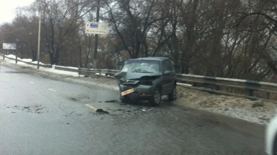 В Воронеже на фото попали последствия ДТП с 2 автомобилями на Степана Солодовникова