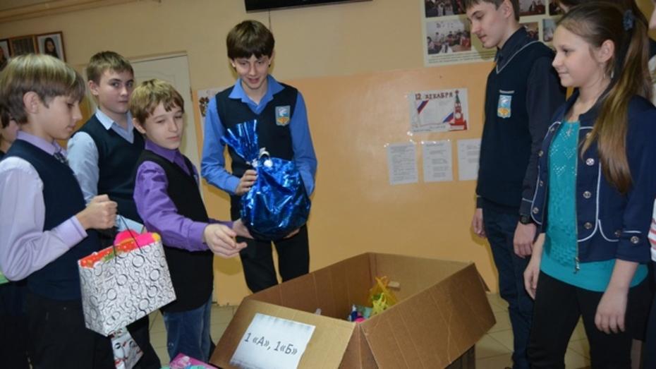 Россошанские школьники подготовили новогодние подарки детям Донбасса