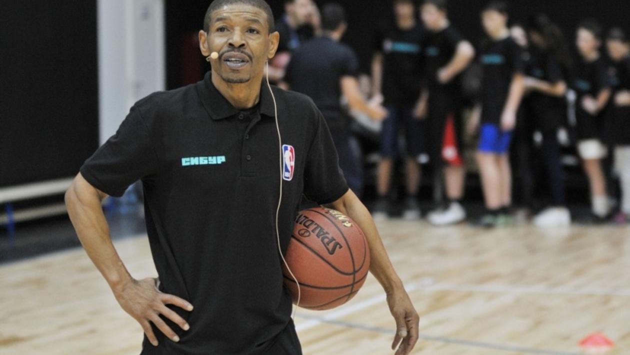 Звезда НБА Магси Богз открыл в Воронеже новый спортзал