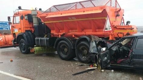 Двое пострадали в ДТП с «КАМАЗом» и «ВАЗом» на воронежском участке М4