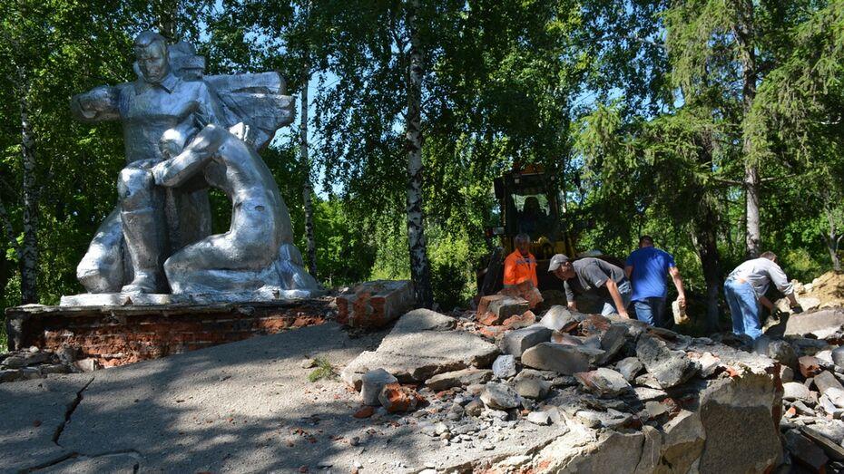 В нижнедевицком селе отремонтируют разрушенный мемориал погибшим в годы ВОВ землякам