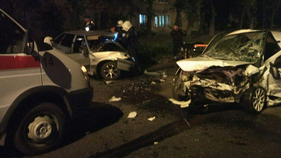 В Воронеже при столкновении 2 легковушек погибли 3 человека