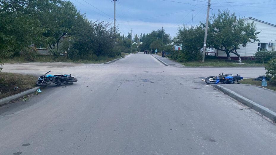 Подростки на мотоциклах пострадали в аварии в райцентре Воронежской области
