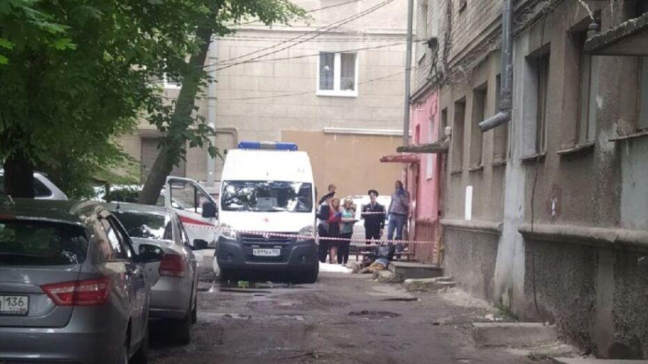 У дома в центре Воронежа нашли тело 36-летнего мужчины