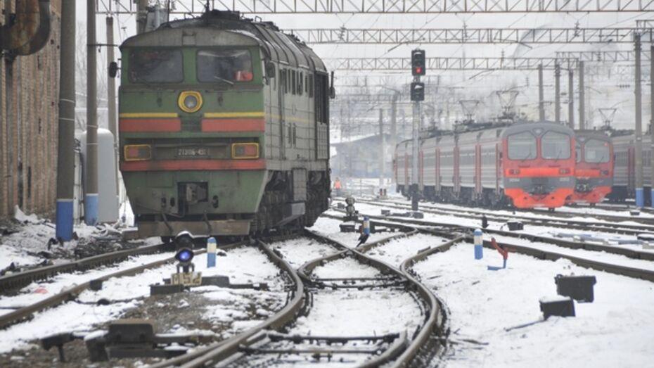 В Павловском районе злоумышленники сливали дизельное топливо с локомотива