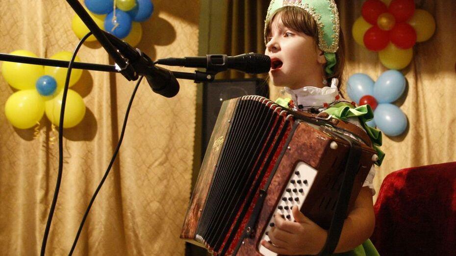 Автор песни «Одинокая ветка сирени» похвалил за ее исполнение гармонистку из Анны