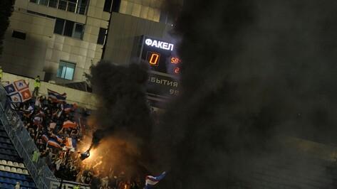 Судья остановил матч воронежского «Факела» и «Сокола» из-за дыма пиротехники