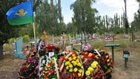 Российские власти уточнят информацию о похоронах десантника в Воронежской области