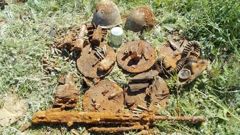 В Богучарском районе поисковики по тайному знаку нашли засыпанных в окопе солдат