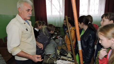 Кантемировским школьникам показали передвижную выставку музея войны в Афганистане