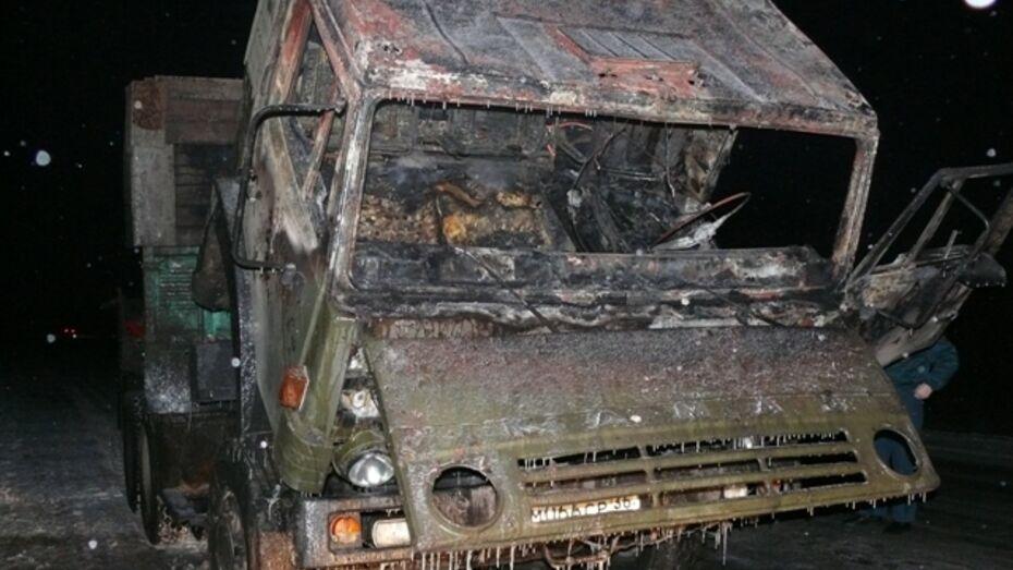 На обводной дороге Поворино-Байчурово загорелся КамАЗ