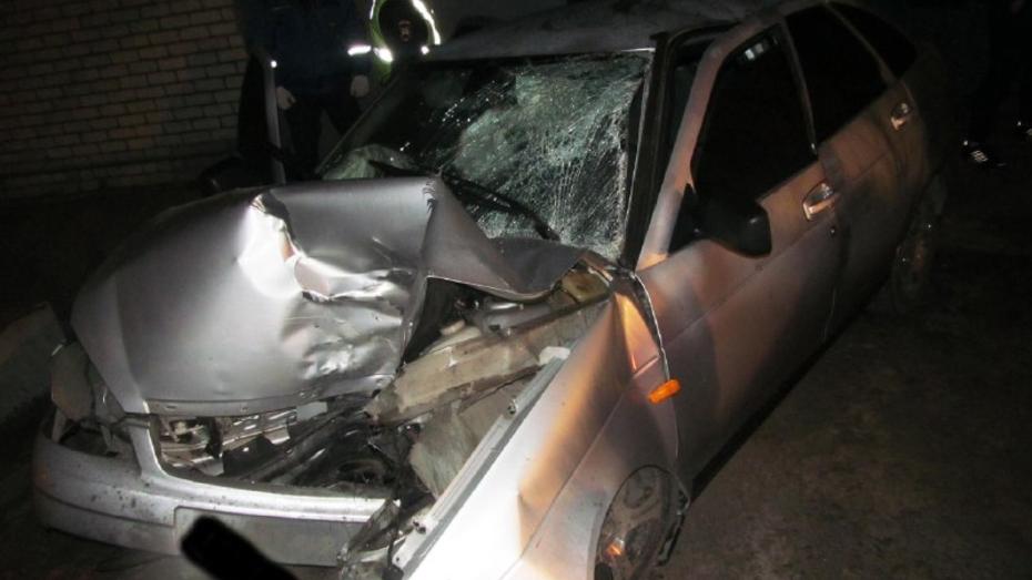 В Воронеже «Лада Приора» врезалась в дерево: водитель погиб