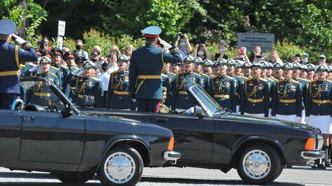 «Не могли не прийти». Воронежцы побывали на параде Победы вопреки коронавирусу