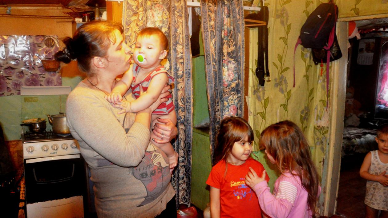 «У нас счастливая семья». Как помочь одинокой больной матери 7 детей в Воронежской области