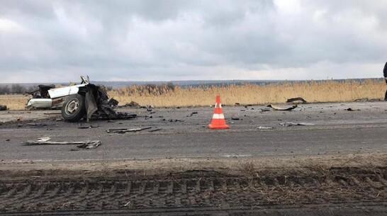 В Богучарском районе 24-летний водитель ВАЗа погиб при столкновении с грузовиком