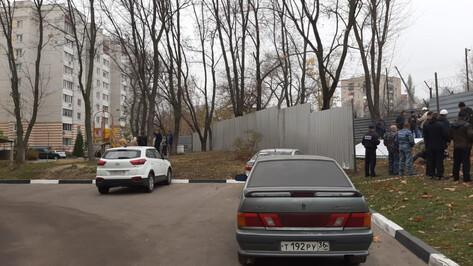 Чуть не до драки. Воронежцы восстали против сдвига детской площадки в Березовой роще