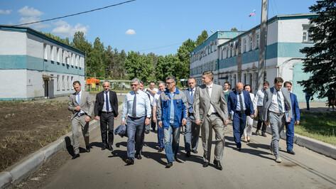 Губернатор: «Проблему сильного запаха с ЛОС в Воронеже должны решить в кратчайшие сроки»