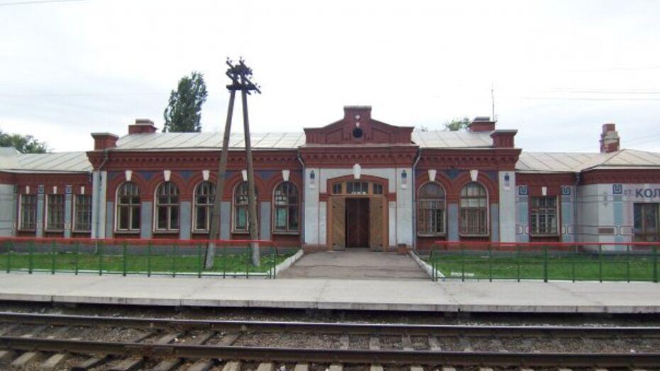 Полицейские установили личность мужчины, который погиб под колесами поезда на станции Колодезная
