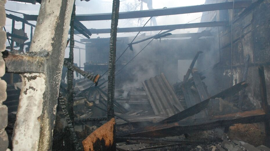 В Кантемировке сгорел крытый рынок