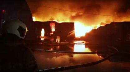 Мощный пожар на складе в Воронеже попал на видео