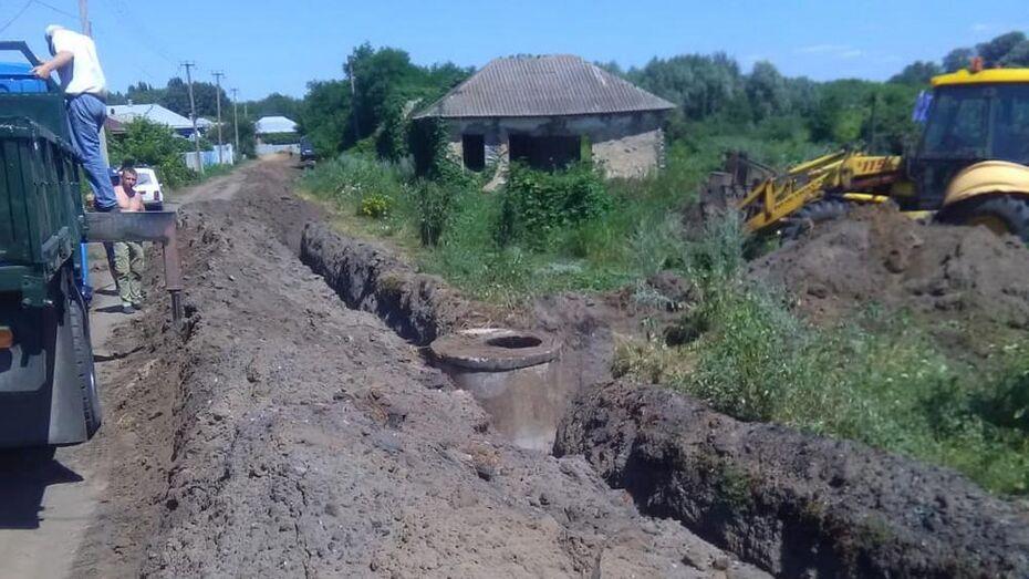 Активисты верхнемамонского села Нижний Мамон отремонтировали водопровод на улице Советской