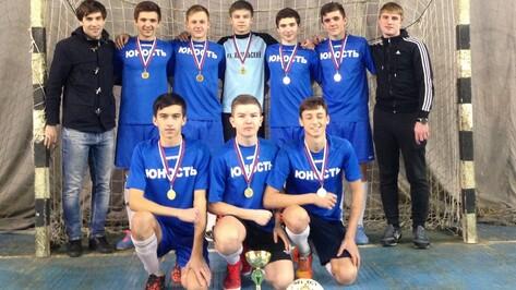 Хохольские спортсмены победили на областных соревнованиях по мини-футболу