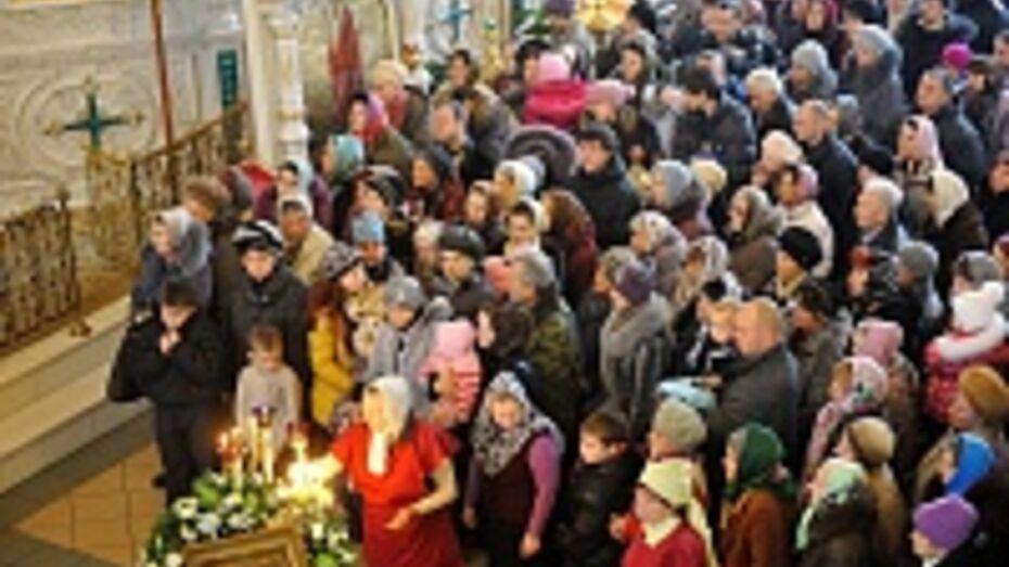 В Россоши прихожанам представили нового епископа