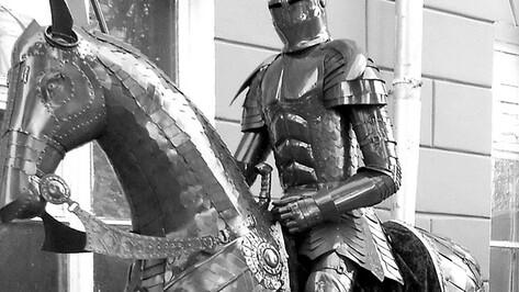 Житель Ольховатского района мастерит античных героев и средневековых рыцарей