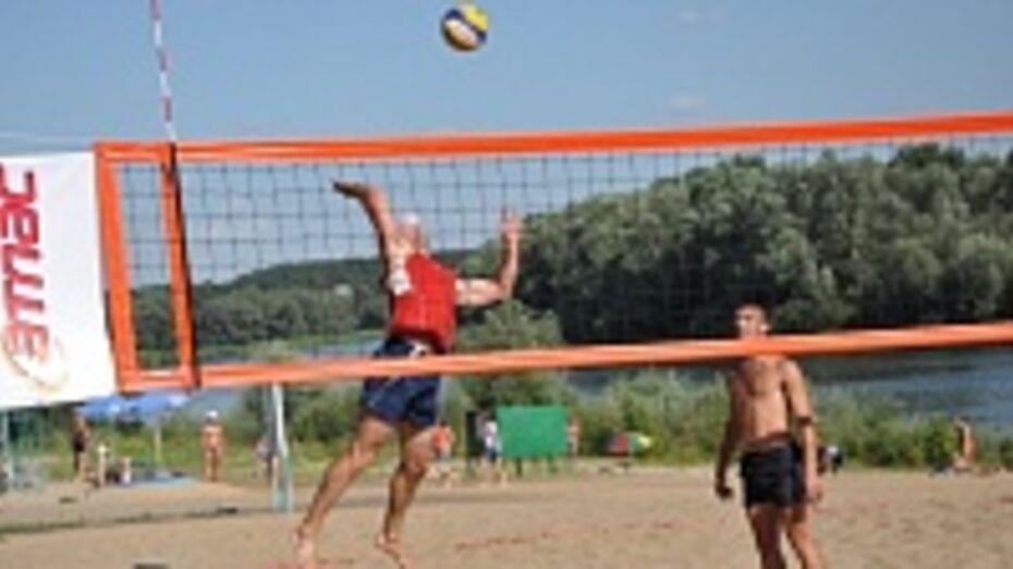 На пляже в Павловске разыграли Кубок мэра по пляжному волейболу