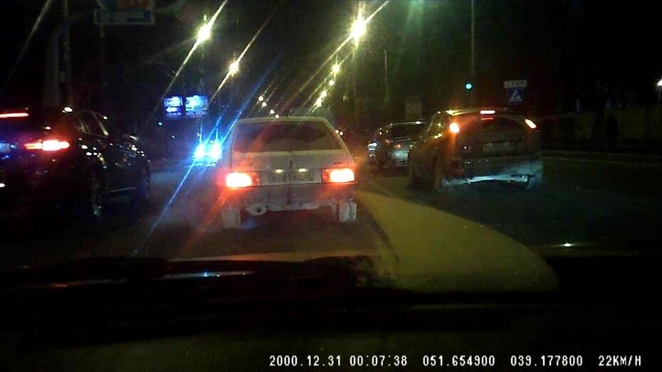 В Воронеже машину обстреляли за обгон на дороге?