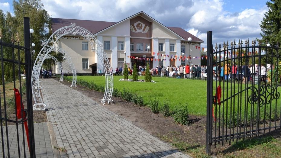 В павловском селе Большая Казинка появился сквер Романтиков