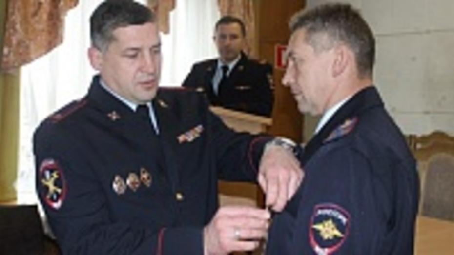 Медали «За отличие в службе» получили шестеро таловских полицейских