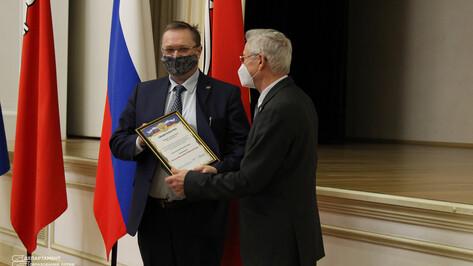 Сертификаты на получение гранта президента вручили 11 воронежским ученым
