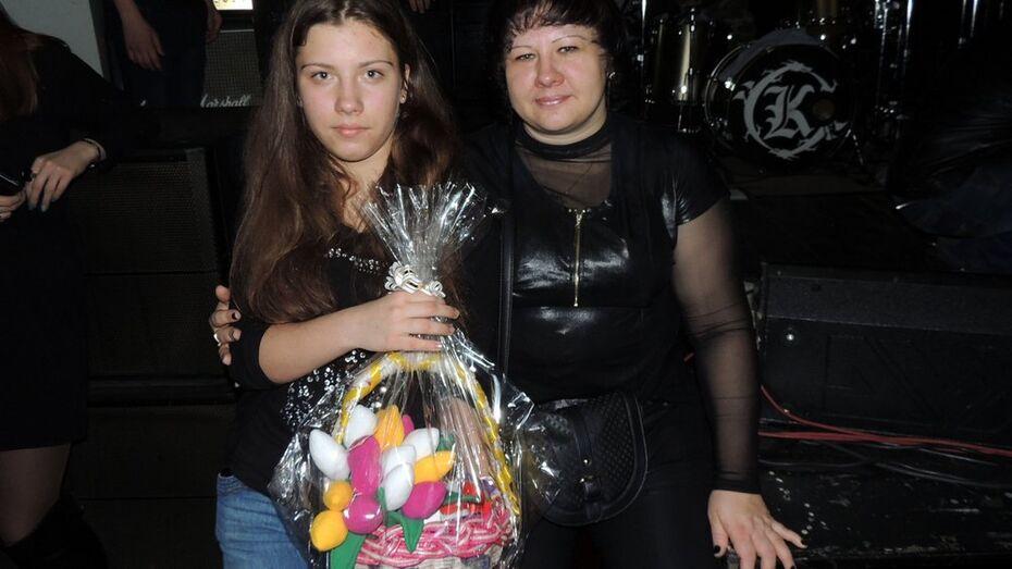 Воронежские поклонницы Михаила Горшенева сшили тюльпаны маме артиста
