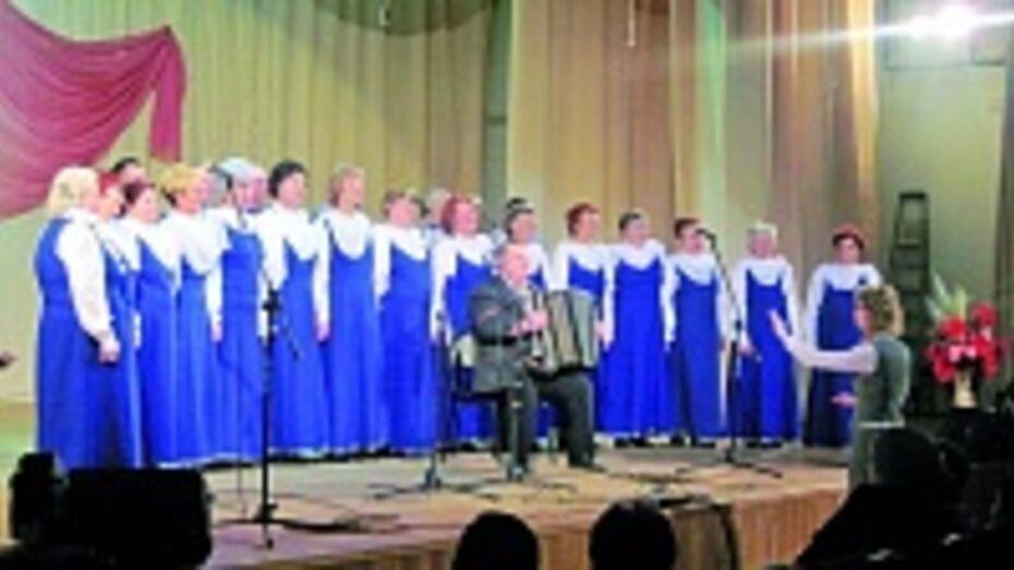 Бобровский хор ветеранов стал победителем областного конкурса солдатской песни